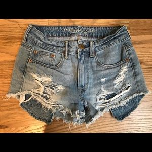 American Eagle Hi-rise Fedtival light wash shorts